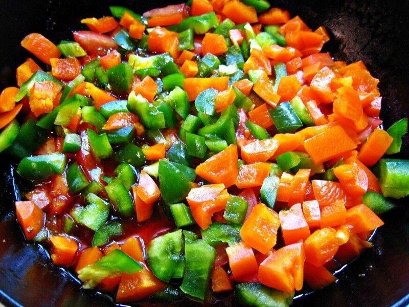 Сытный овощной паприкаш по венгерски