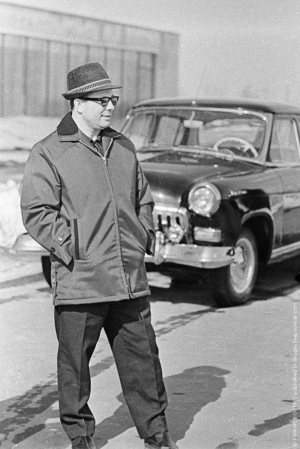 13. Солидный владелец черной «Волги». 1967 год.