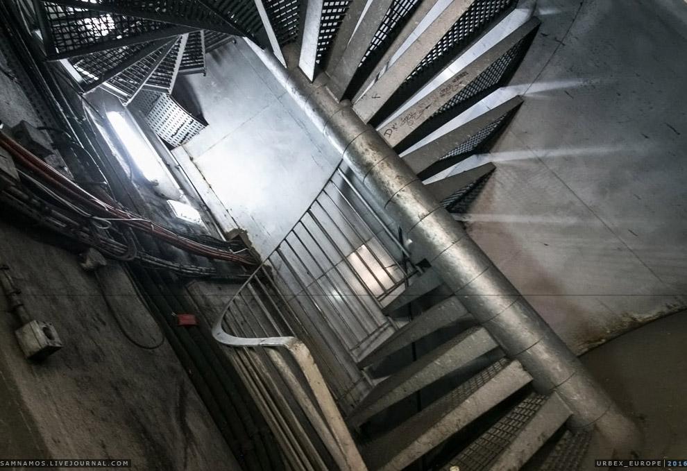 31. И через 40 метров спуска мы в тоннеле!