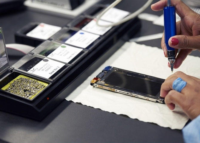 Производство самых дорогих телефонов (15 фото)