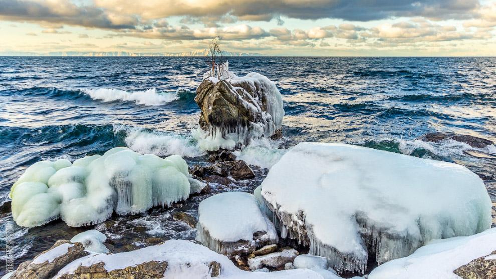 18. Есть ещё время насладиться красотой волн, льда и камней.