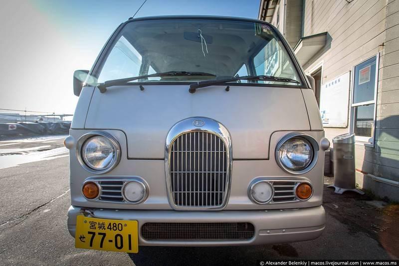Если самая американская машина это огромный пикап, то самая японская — крохтный минибус. В кот