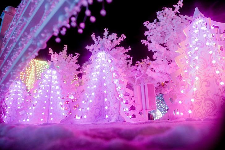 На Пушкинской площади появился волшебный «Музыкальный лес», исполняющий любимые новогодние и рождест
