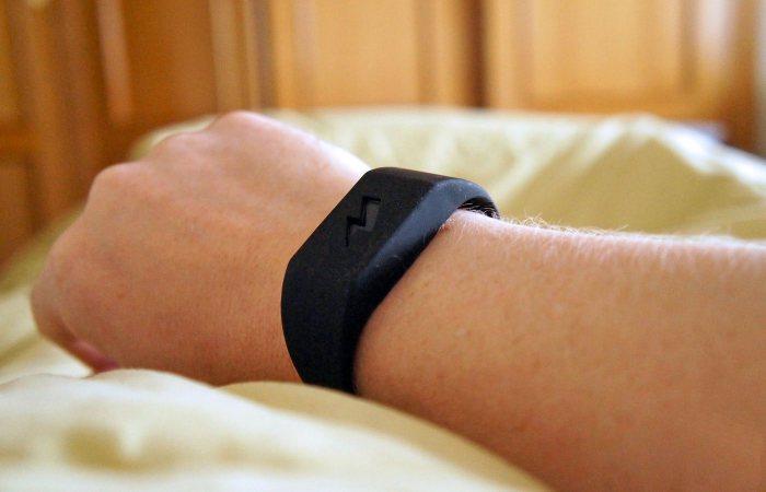 Pavlok Alarm Clock – жёсткий будильник. Замечательный будильник браслет для тех, кто любит