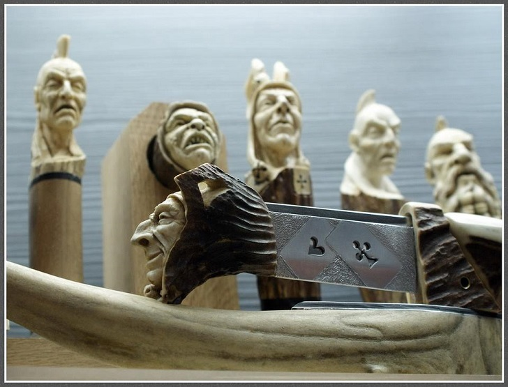 Виртуозные статуэтки застывших в древесине людей и существ (22 фото)