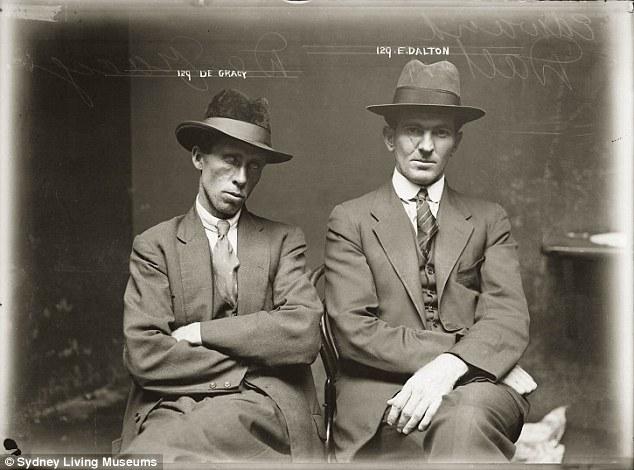 Де Грейси и Эдвард Далтон были арестованы в начале 1920-х за мошенничество.