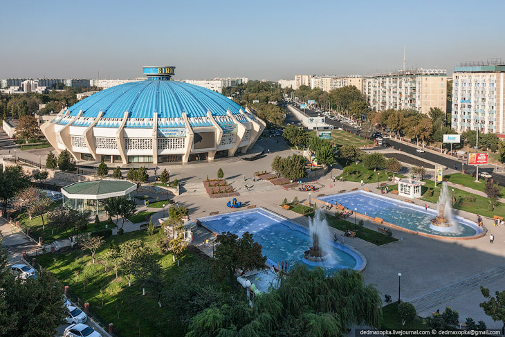 Медресе Кукльдаш, построенное в XVI веке и на данный момент крупнейшее в Ташкенте. Вход туда туриста