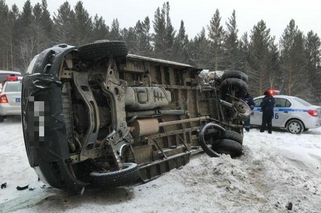 Сильная метель вызвала столкновение около 20 авто под Новосибирском