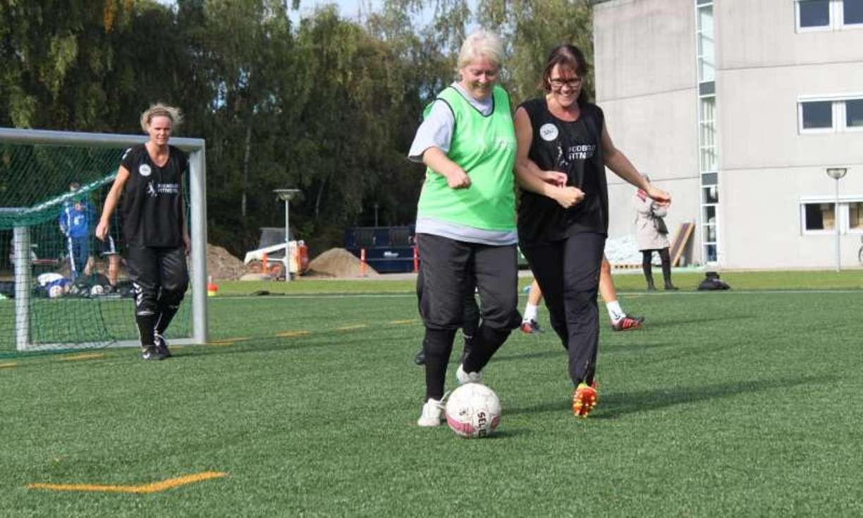 Ученые: футбол оказался лучшим лекарством для женщин сдавлением