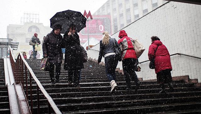 Как ксередине зимы: столицуРФ накрыл настоящий снегопад