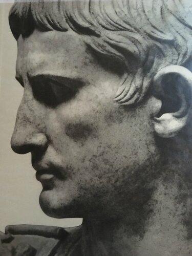 22. Император Октавиан Август. Римская статуя I в.jpg