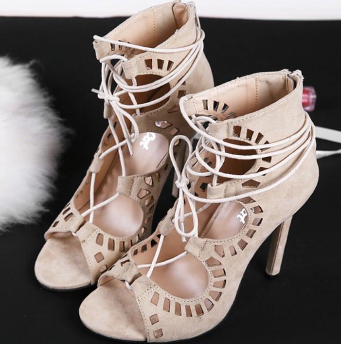 Босоножки со шнуровкой на каблуке