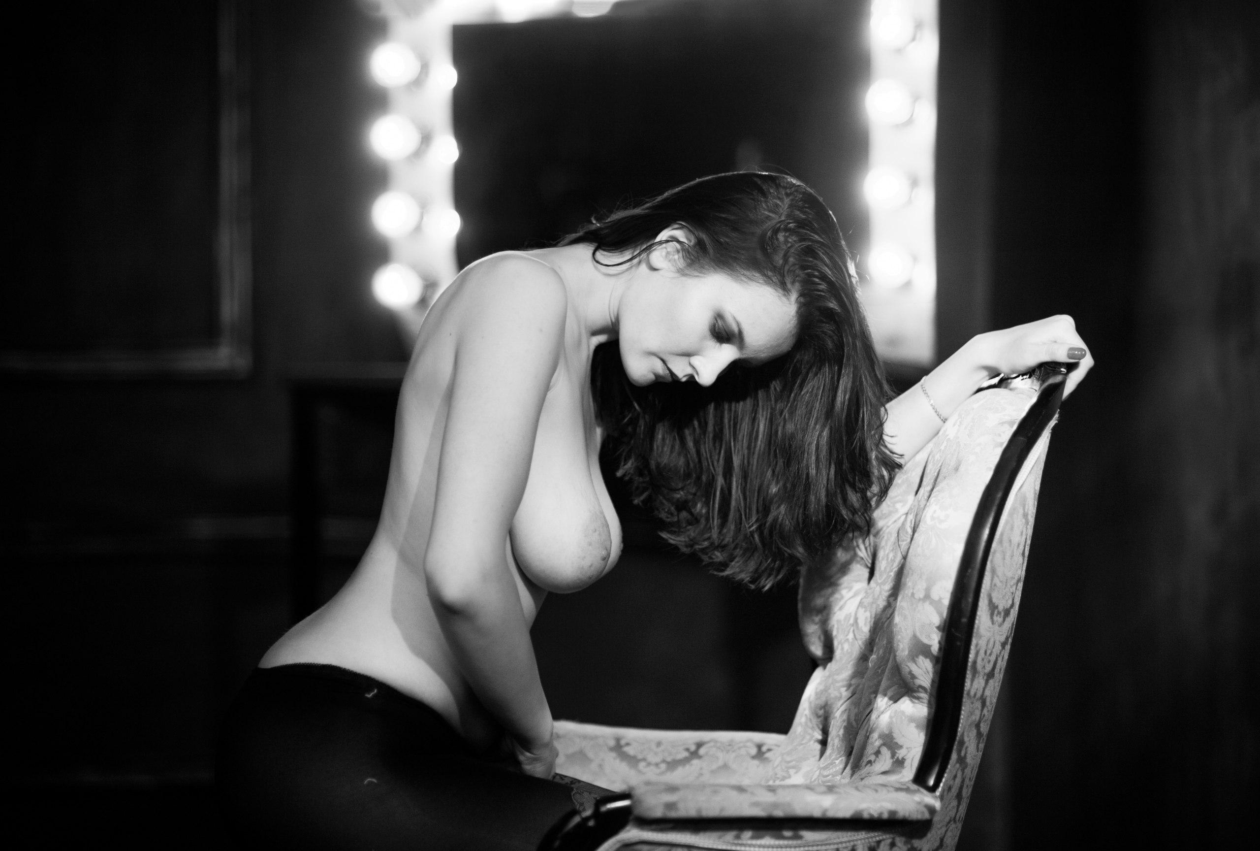 Черно белые картинки голых девушек, Черно белая эротика с голыми девушками - фото 16 фотография