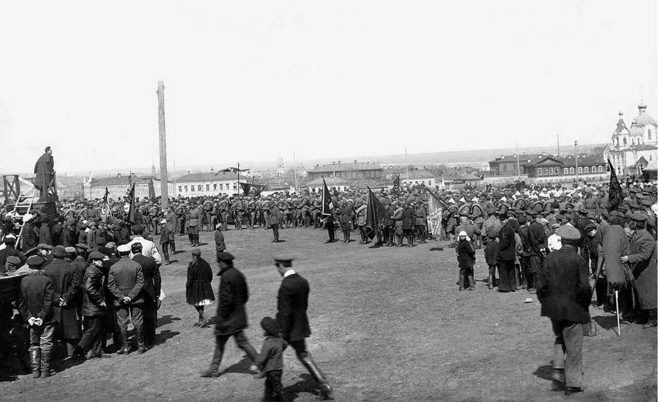 1920. Челябинск. Отправка добровольцев на польский фронт. Митинг на Южной площади