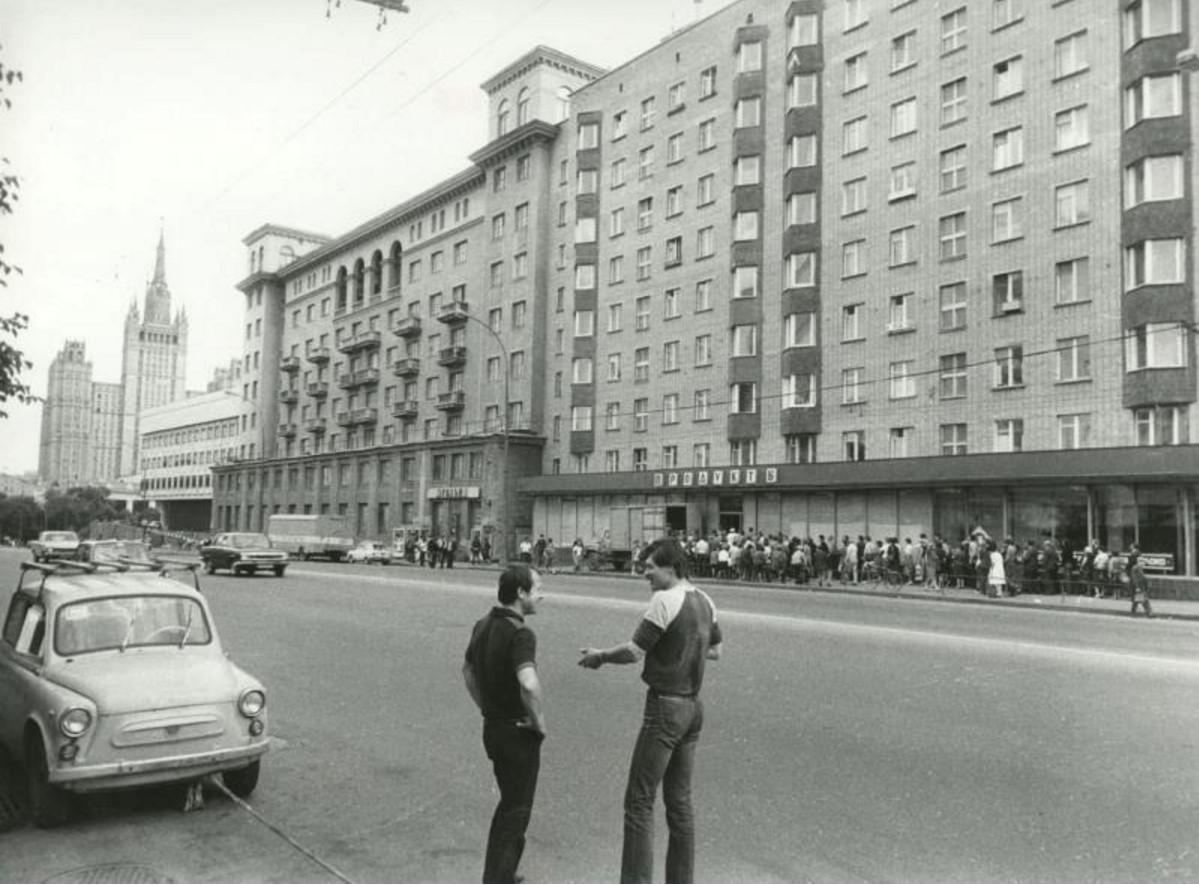 1986. Очередь за водкой. Красная Пресня