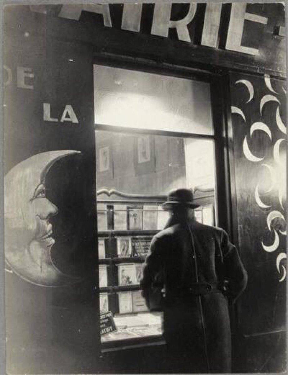1931. Книжный магазин Луна