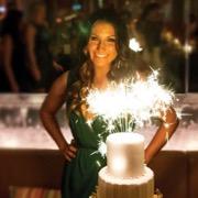 девушка и торт