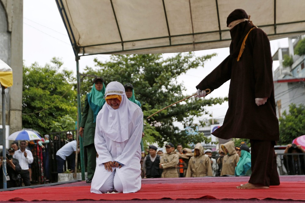 Публичная порка в Индонезии