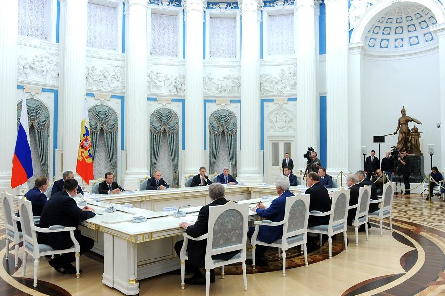 Путин принимает лидеров партий, избранных в Государственную Думу, 23.09.16.png