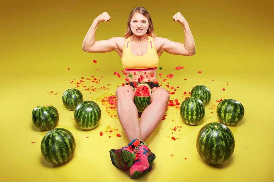 13. Украинка Ольга Лящук быстрее всех раздавливает три арбуза бедрами — за 14,65 секунд.