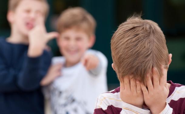 Что делать, если ребёнка травят в школе (7 фото)