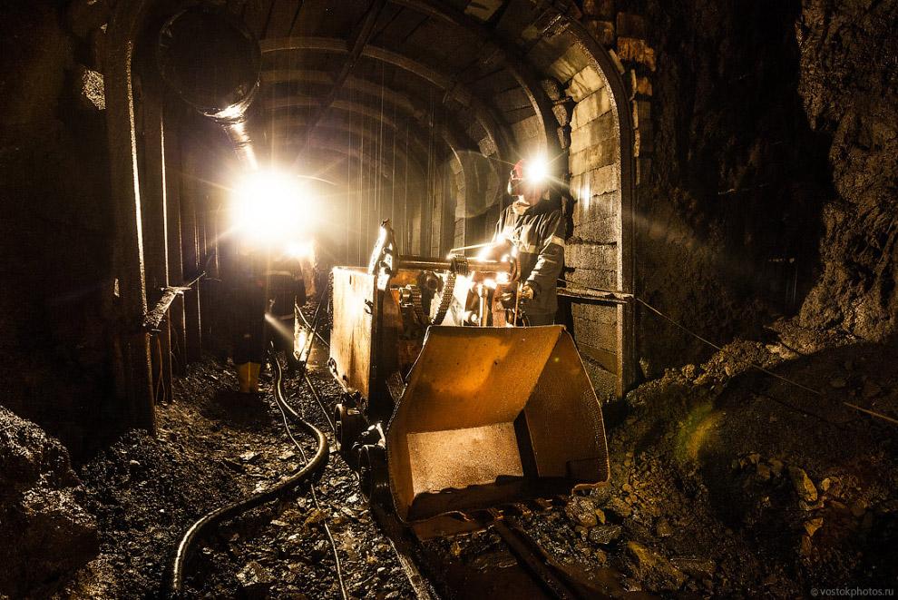 78. Каждый час из дренажной шахты Стойленского ГОКа откачивают 4 500 кубометров воды. Это равно