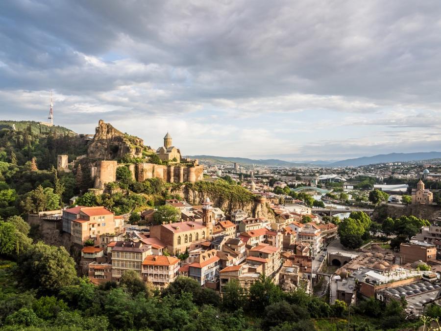 2. Вид на Старый Тбилиси и крепость Нарикала.