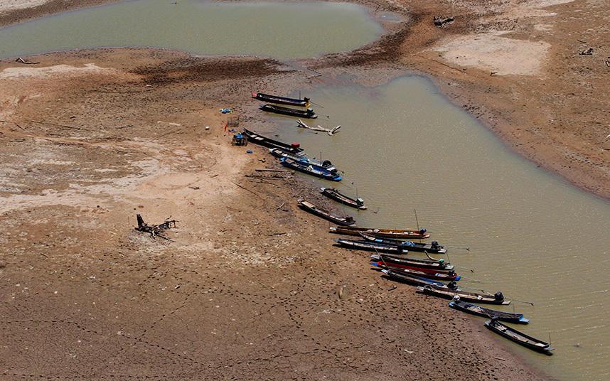 2. Пересохший водоем в Накхонратчасиме, Таиланд.