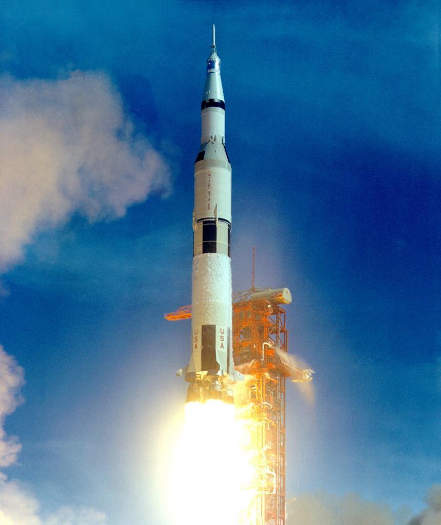 Старт ракеты-носителя «Сатурн-5» («Аполлон-11») 16 июля 1969 года (NASA)