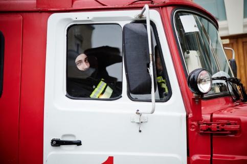 Напохороны героев-пожарных пришло 15 тыс. жителей столицы