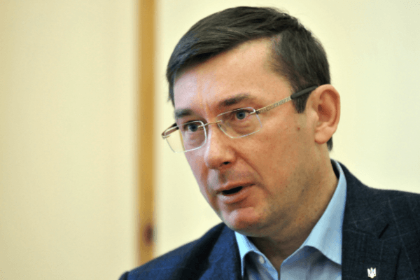 Луценко желает уменьшить срок снятия депутатской неприкосновенности