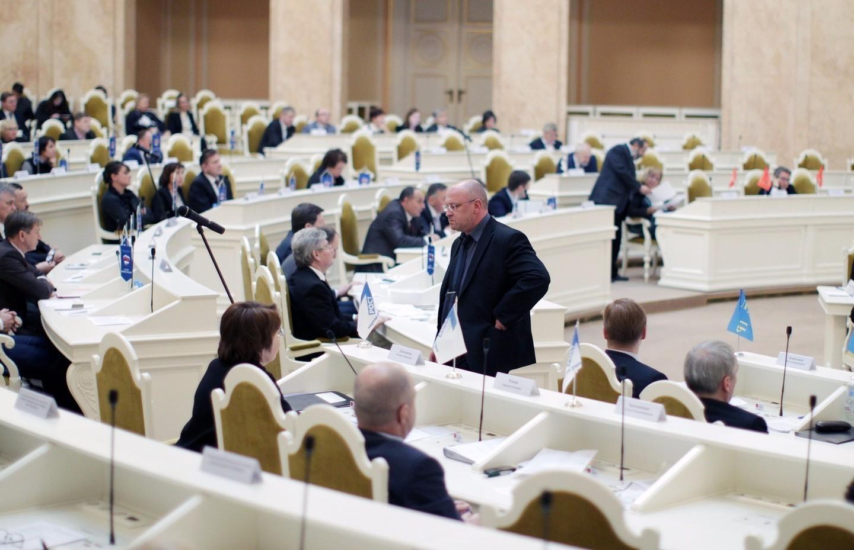 Народные избранники вновь разрешили себе встречаться сизбирателями без согласований