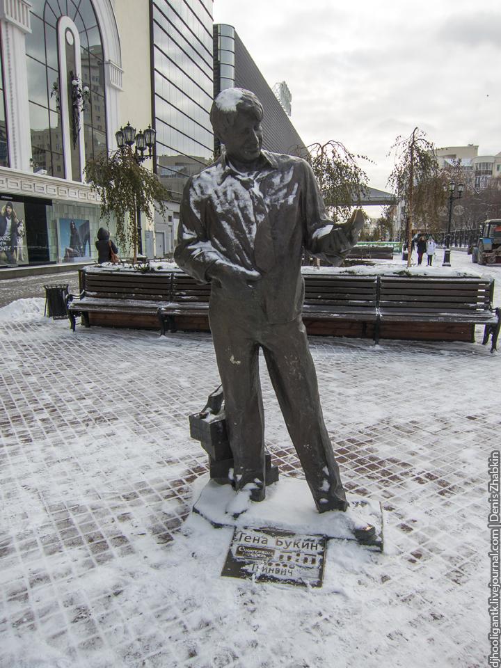 Памятник Роза из двух видов гранита Вольск Лампадка из габбро-диабаза Автозаводская (14 линия)