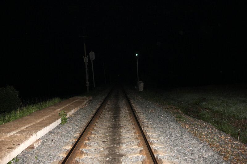 Платформа 168 км перегоне Осуга - Сычёвка. Последняя платформа на территории Тверской области. В темноте находится мост через реку Осуга, за которым лежит Смоленская область