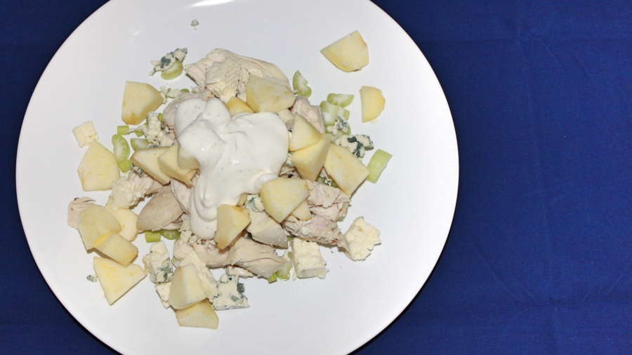 Куриный салат с голубым сыром