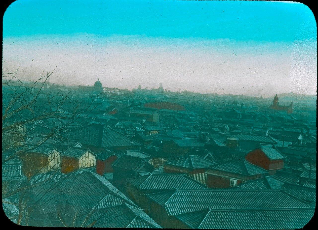 Иокогама. Вид с возвышенности на городские крышами