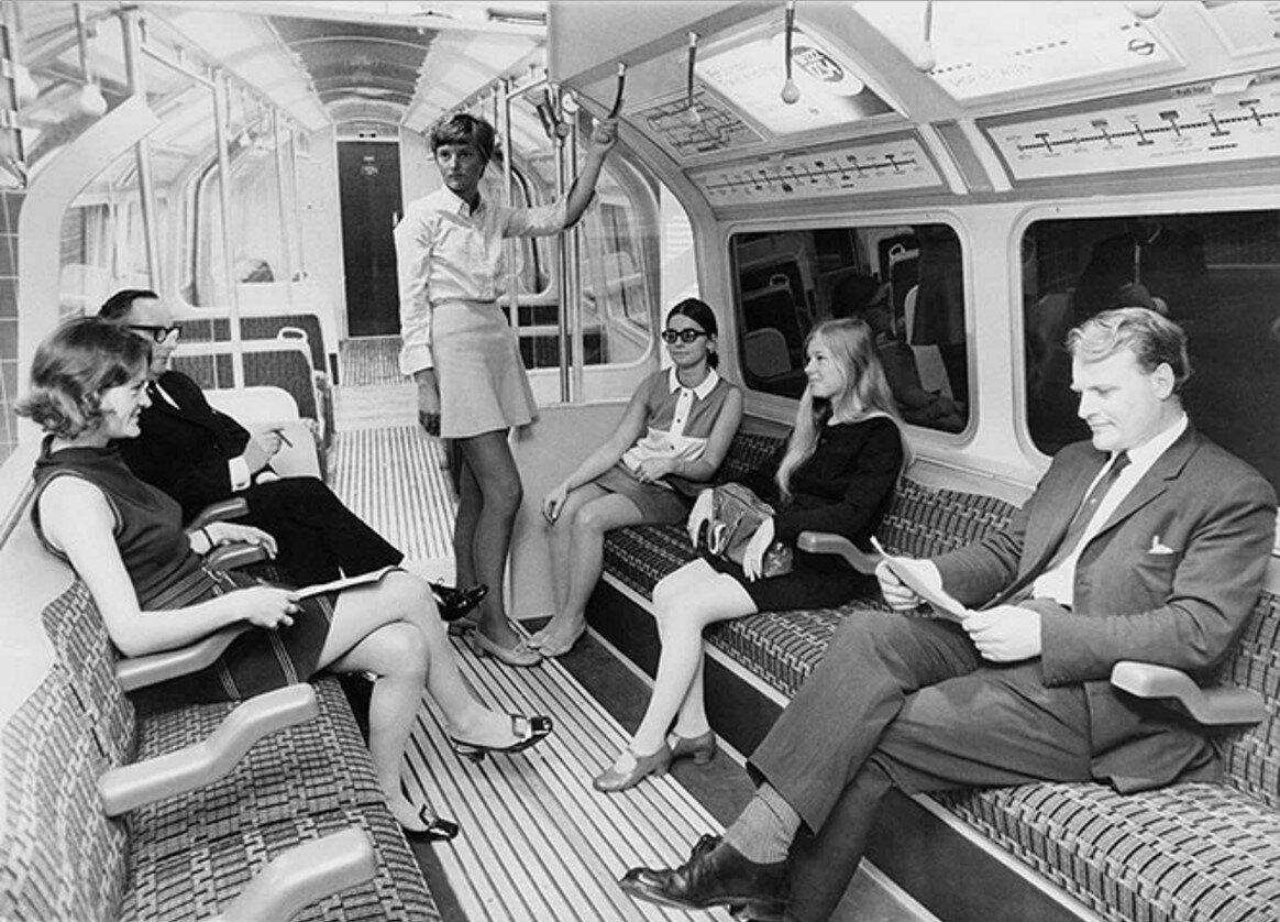 1968. Макет вагона на выставке в Центре дизайна. Интерьер нового типа вагонов, который будет использоваться на новой линии Виктория, 20 августа