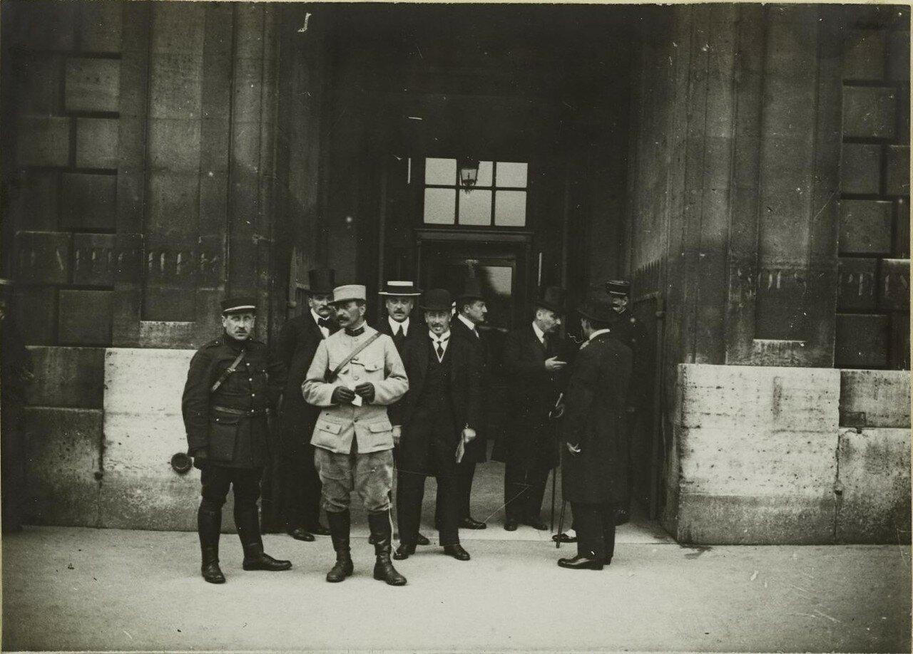 1916. Российская парламентская делегация с  Алексеем Александровичем Ознобишиным в Париже