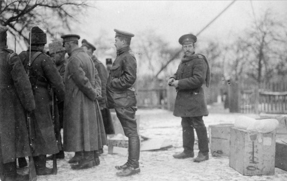Рядом с солдатами