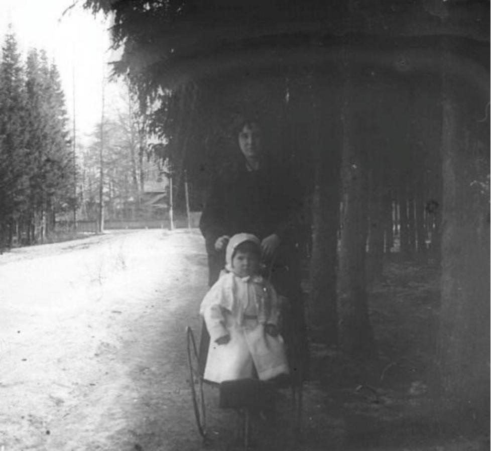 А. Н. Авдонина с ребенком