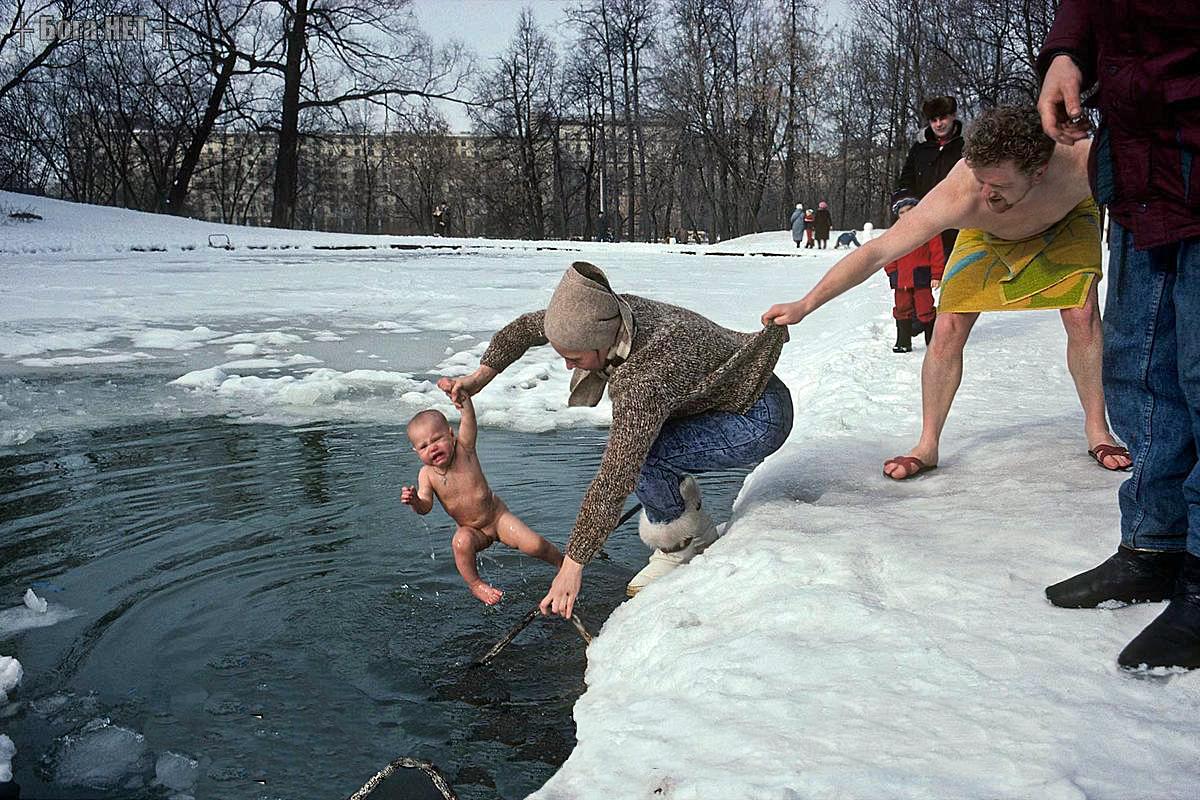 Купание ребёнка на Крещение