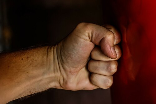 Русского тренера обвинили визбиении 15-летней ирландской боксерши
