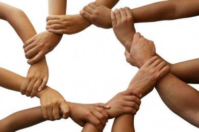 С днем дружбы и единения славян. Прочно сплетенные руки
