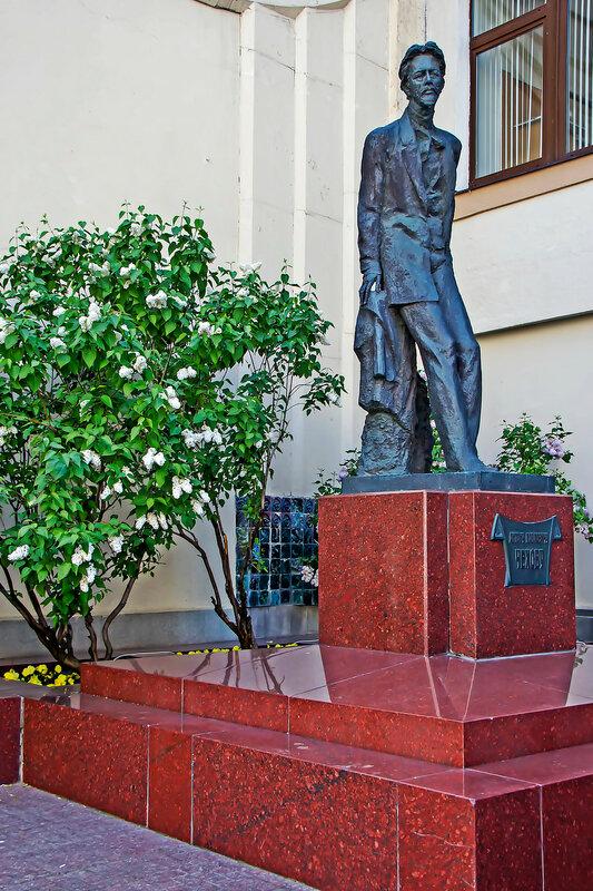 памятник А.П.Чехову на Камергерском переулке.jpg