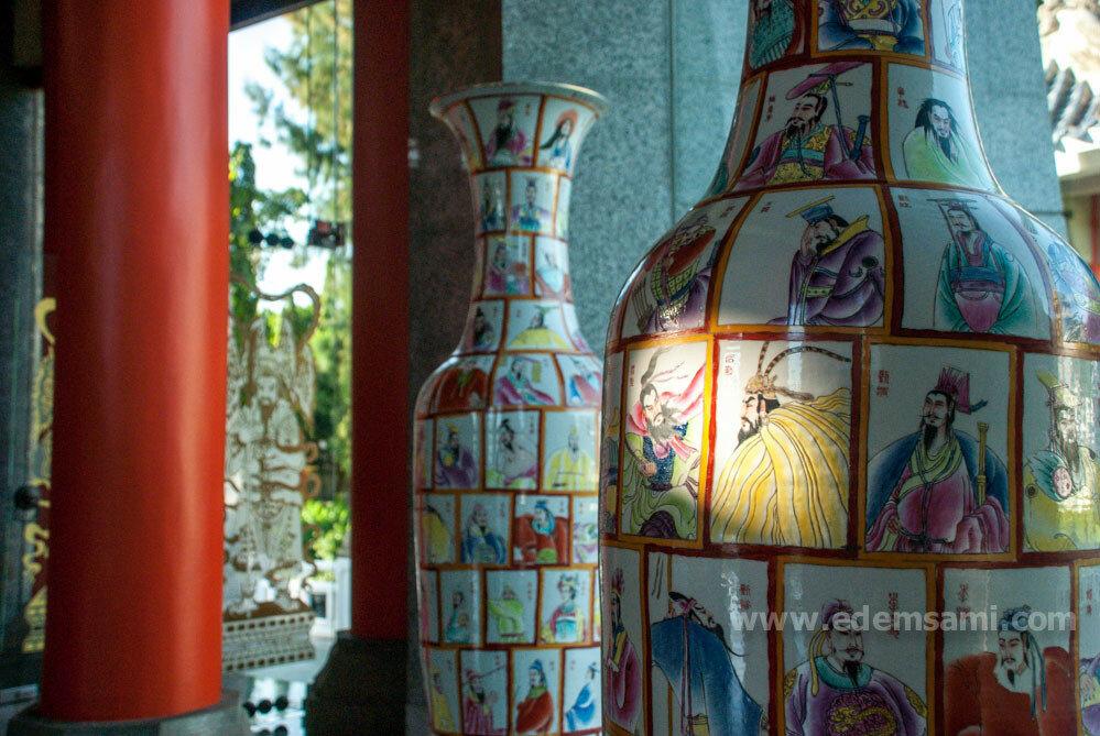 Китайские вазы в Парке Трех Королевств