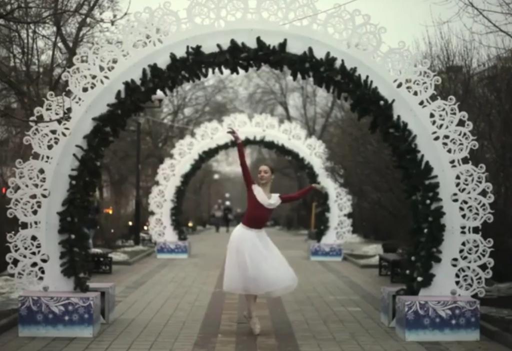 Ради эффектного видео балерина танцевала наулице вморозный день