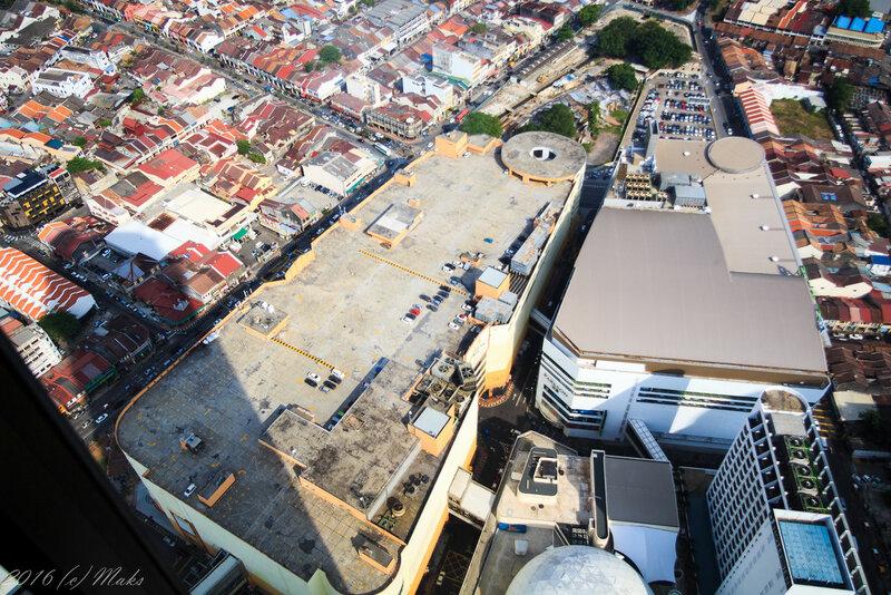 Парковки размечены на крышах ТЦ