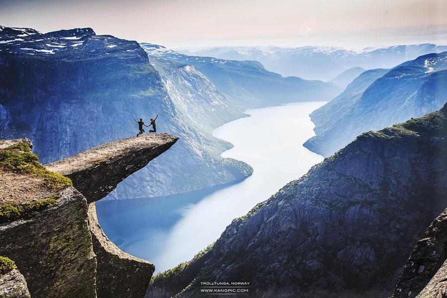 37.Норвегия Тысячи туристов ежегодно приезжают в эту удивительную страну, чтобы полюбоваться северн