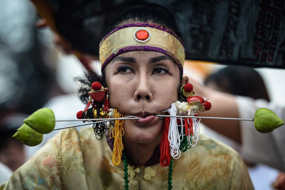 11. Вегетарианский фестиваль 2016 в Таиланде, Пхукет, 3 октября. (Фото Lillian Suwanrumpha):