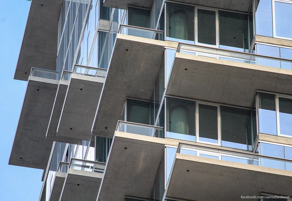 10. Благодаря многочисленным балконам, даже после демонтажа грузового лифта здание, как мне каж